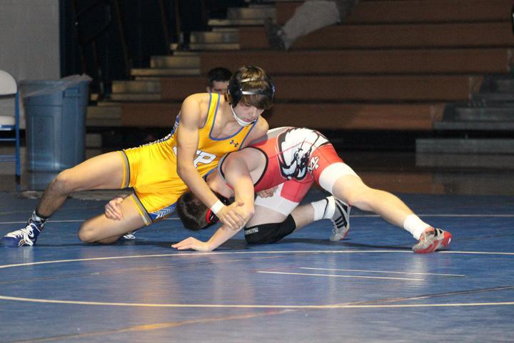 Junior Diego Diaz wrestling against opponent