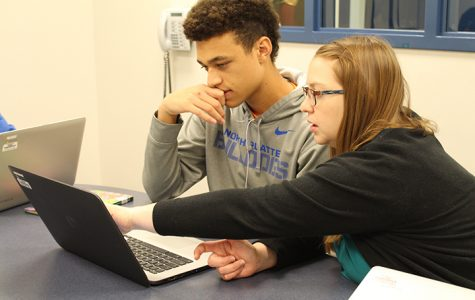 Junior Zavion Mictchell getting help from English teacher Sarah Snively in the newly established learning labs. These labs, as well as NHS tutoring in the mornings, provide extra help to students who are struggling in class.