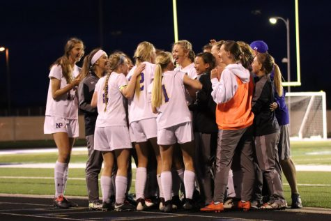 Lady Dawgs dominate Districts