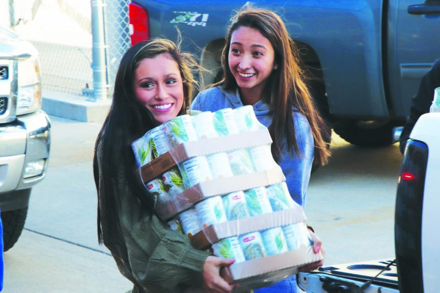 Seniors+Alecea+Comer+%28left%29+and+Aniston+Manzano+unload+cans+during+the+%E2%80%9Csenior+parade%E2%80%9D+at+the+NPHS+canned+food+drive+on+Nov.+16.